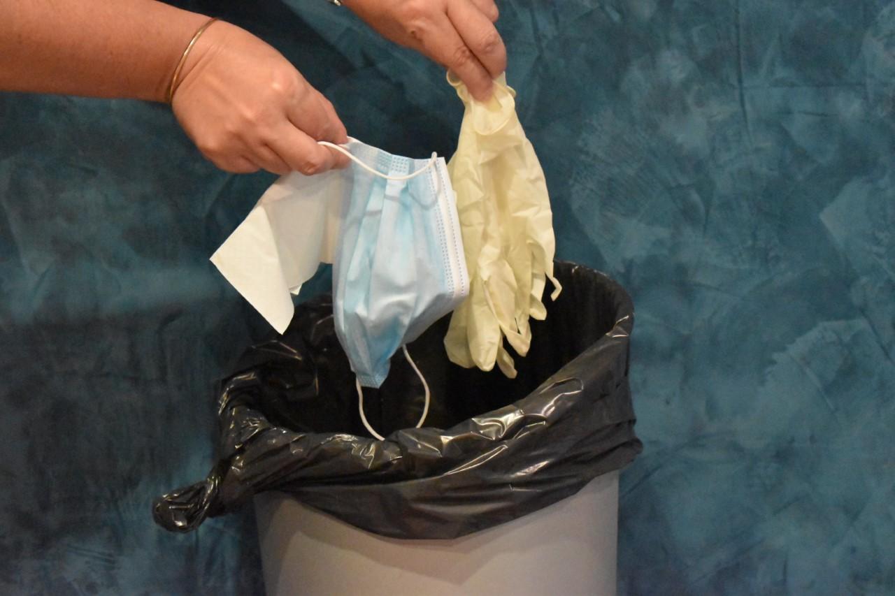 thumbnail gants masque mouchoir aux ordures menageres